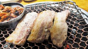 """""""맛있는 돼지고기구이, 어디로 가야 하죠?"""" 후평3동 호돈 참숯화로구이"""