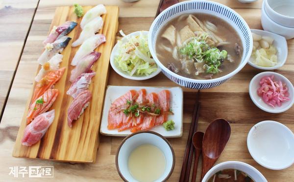 감칠맛 나는 숙성된 생선초밥 '타쿠마스시'